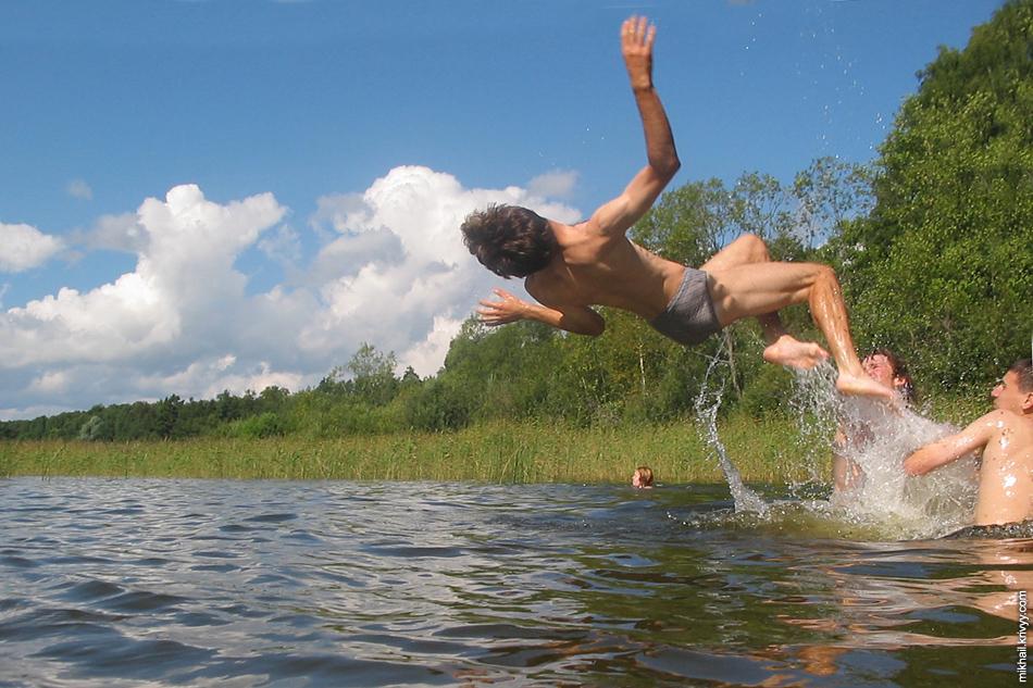 Лето выдалось холодное. Одно из единственных купаний в этом году.