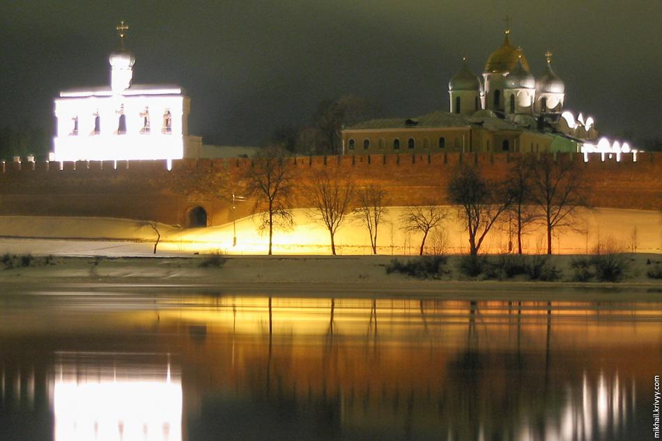 Новгородский Кремль. Софийская звонница. Софийский собор.