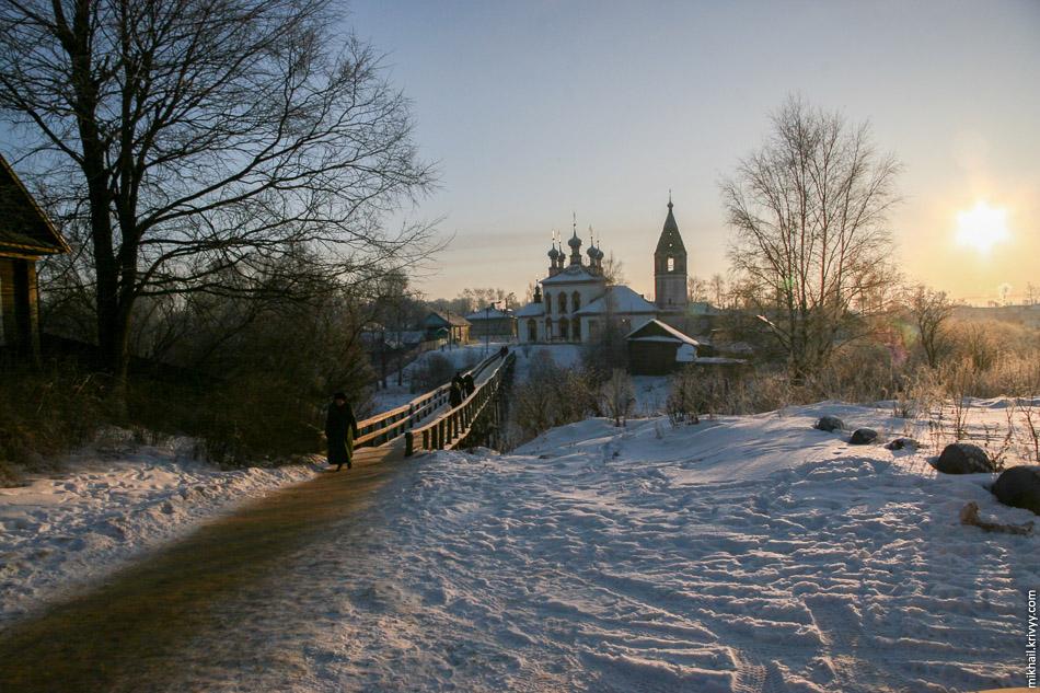 Церковь Благовещения Пресвятой Богородицы на закате.