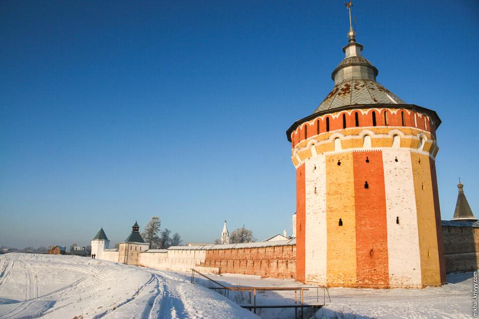 Спасо-Прилуцкий монастырь. Южная башня. Вологда.