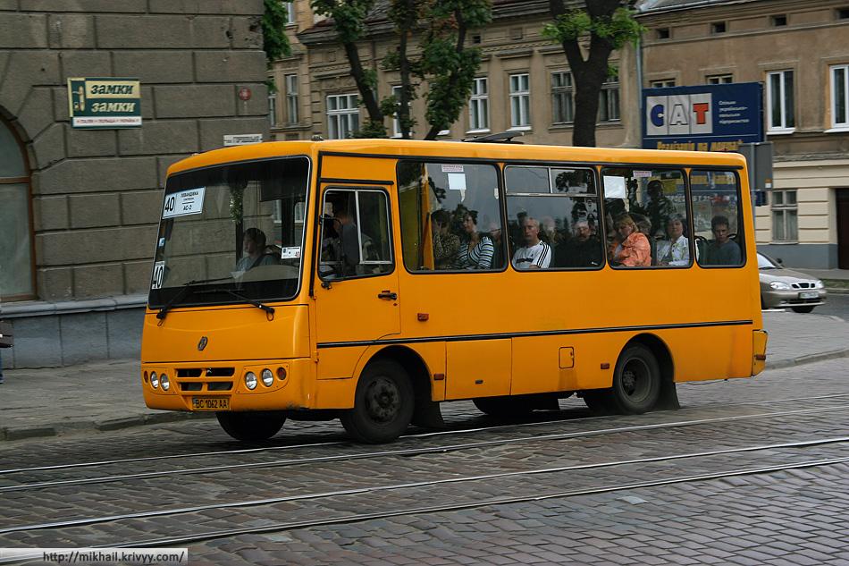 """Весь общественный транспорт в городе заменен дикими полукитайскими маршрутками. """"ISUZU Богдан"""", """"ISUZU Iван"""" и """"ГАЗ"""":"""