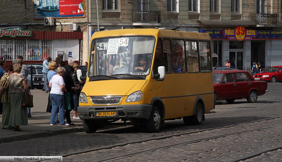 """На этих автобусах регулярно встречались шильды газели. Похоже ведь ?! Только к концу поездки мы поняли что это местный развод. Этот """"ГАЗ"""" - детище """"Галицкого авто-завода"""""""
