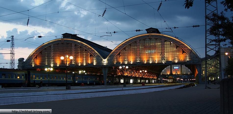 Львовский вокзал - единственное приличное, небазарное, место в городе.
