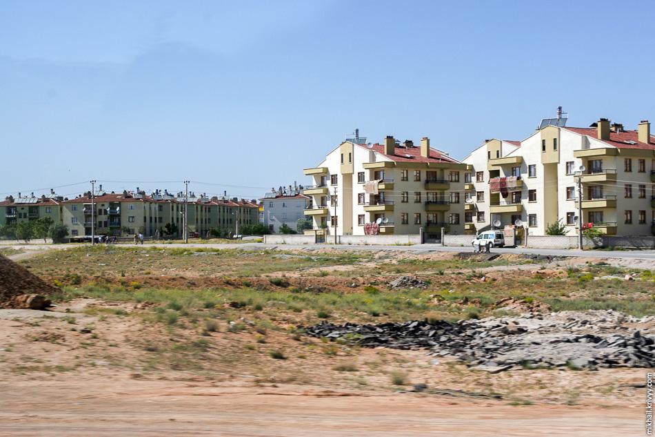 В Турции активная урбанизация. Народ из деревень массово переезжает в крупные города.