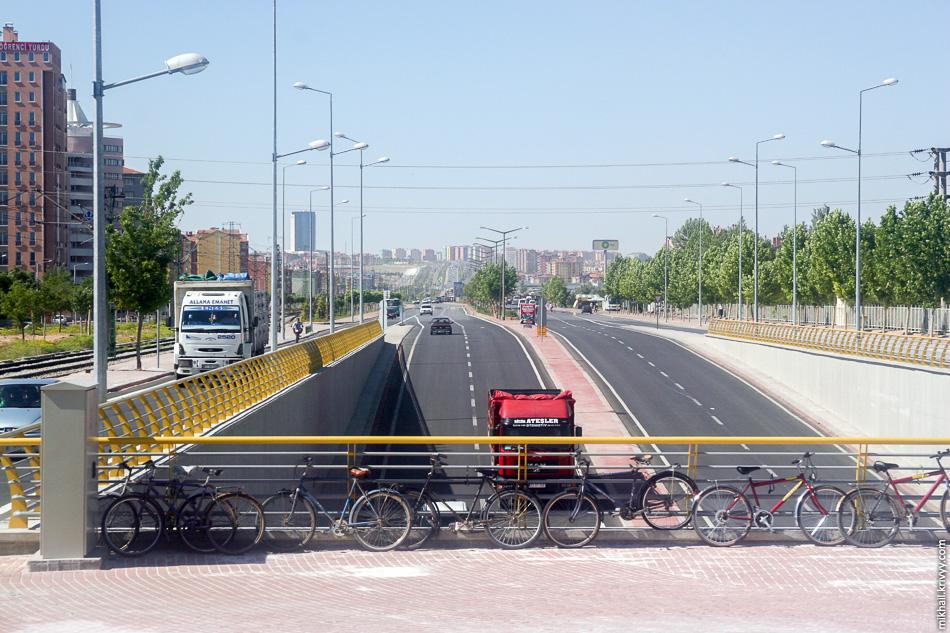 А это уже на выезде из Коньи. Конья - седьмой город в Турции. Население чуть больше 1 млн.