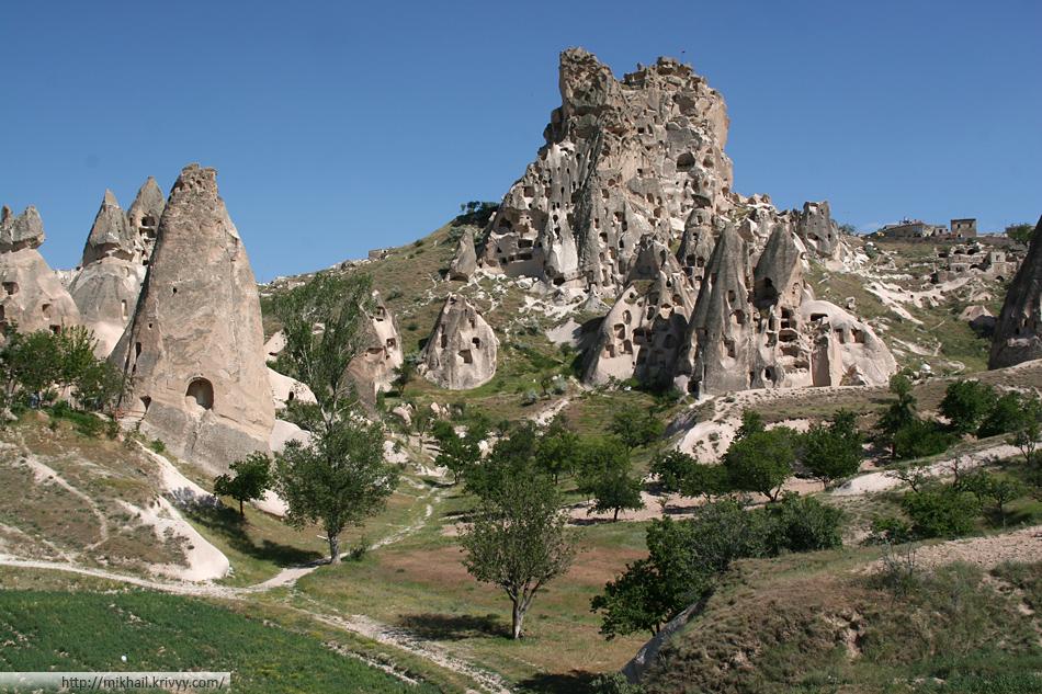 Жилые столбы Каппадокии. Турция.