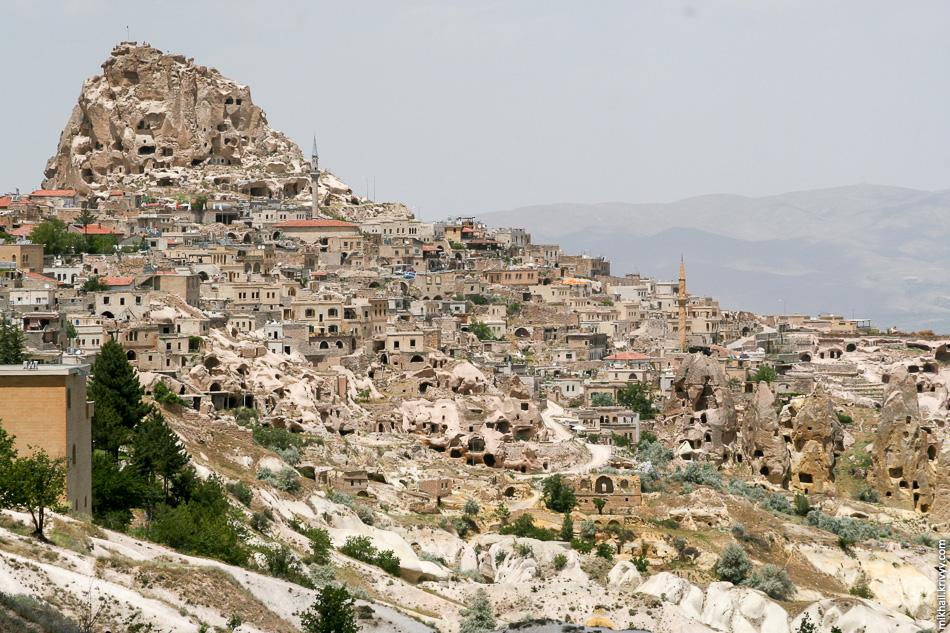 Uçhisar - холм и замок.