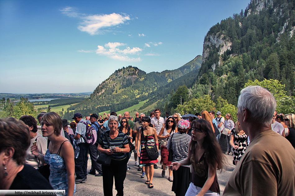 Толпы туристов - главная беда топовых европейских достопримечательностей. Представляю что тут творится осенью.