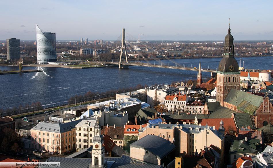 Рига. Старый город, вантовый мост и Даугава. Открыточный вид.