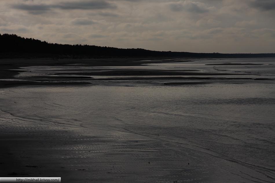 Было прохладно, на море полный штиль. В это вермя года пляжи как то не очень пользуются популярностью