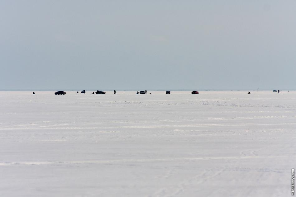Рыбаки на озере Ильмень.