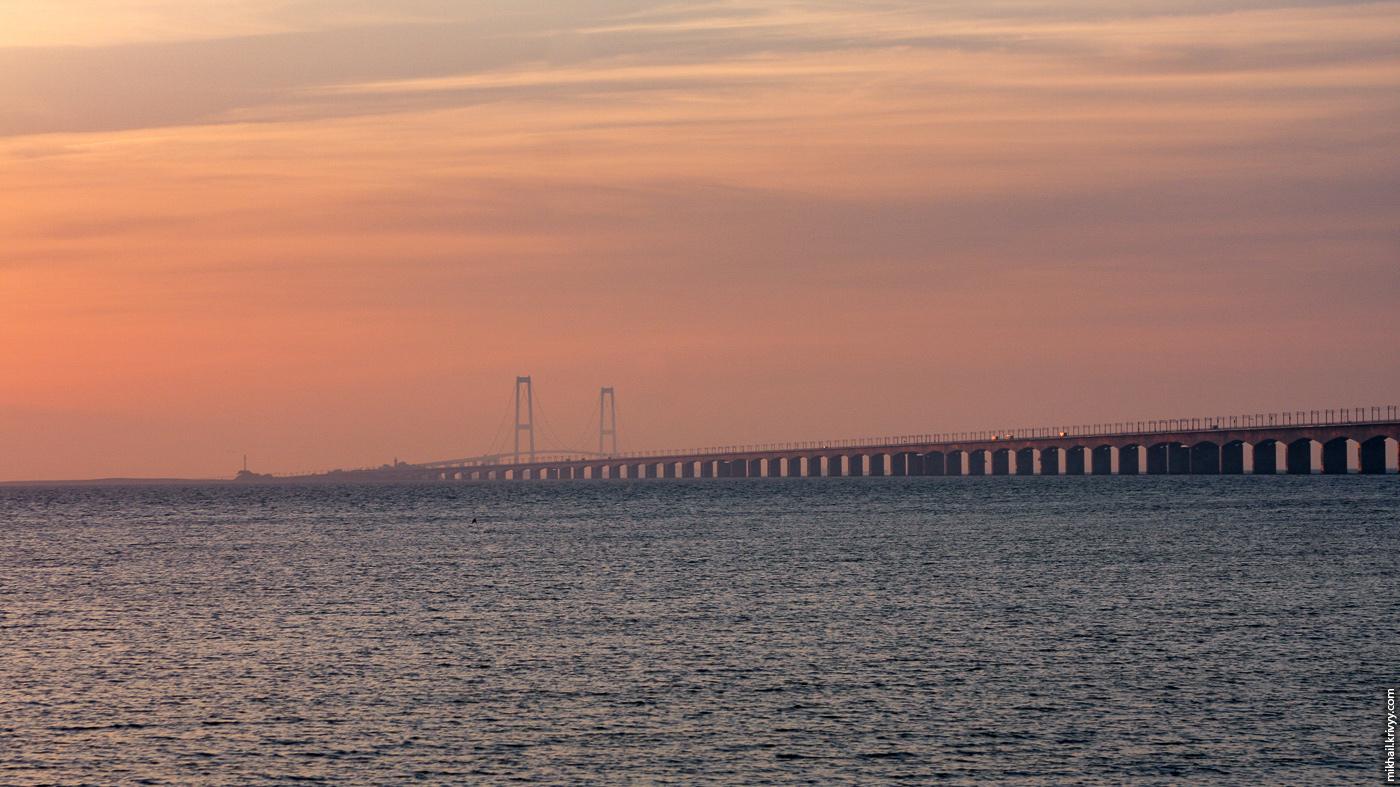 Мост большой Бельт (Great Belt Bridge). Вид с западной стороны. Рассвет. 6 утра.