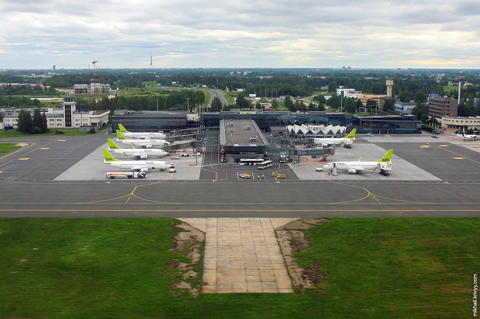 Аэропорт Рига (RIX), самолеты airBaltic.