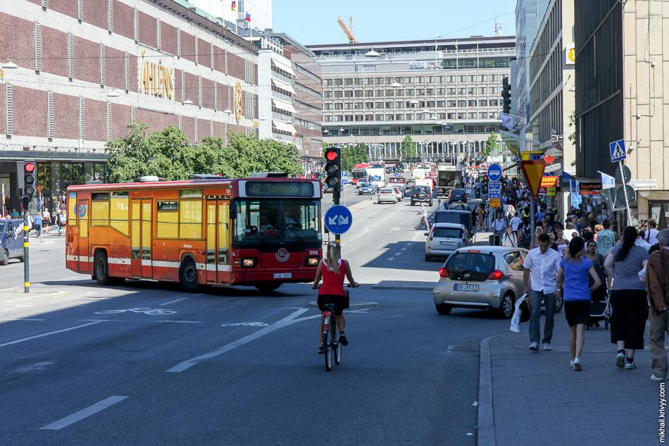 Улица Klarabergsgatan. Вид от вокзала.