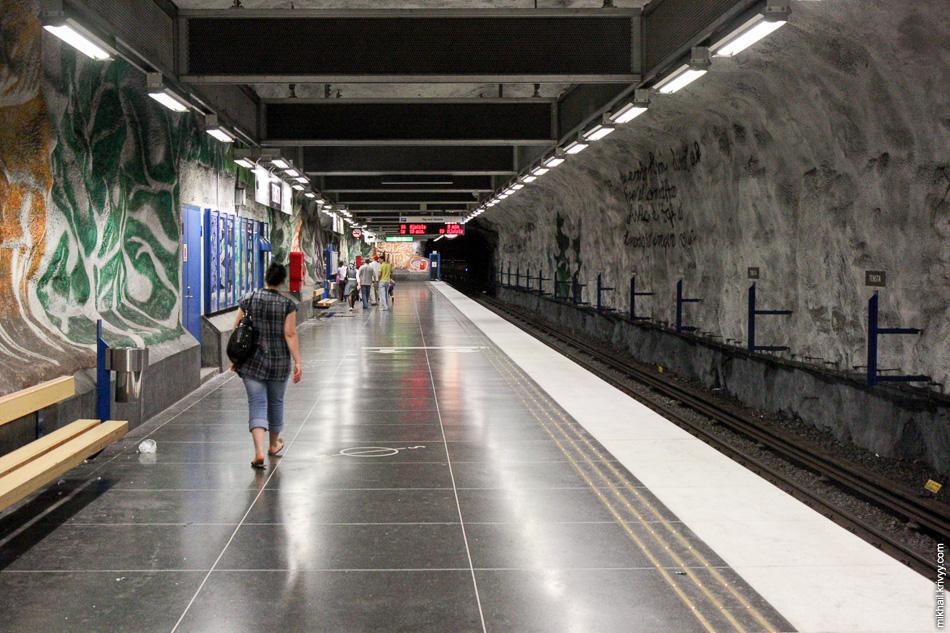 Мобильные телефоны в Стокгольмском метро работают и между станциями. Эскалаторы включаются автоматически, когда к ним подходят люди.