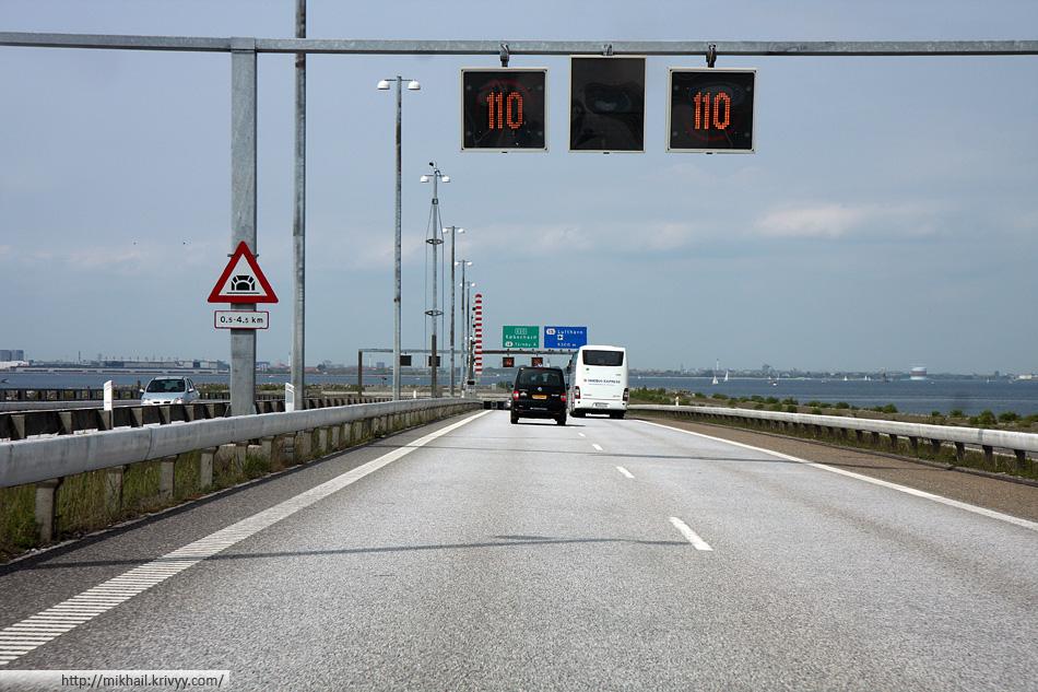 Съезд с моста к тоннелю. Предупреждающие знаки.