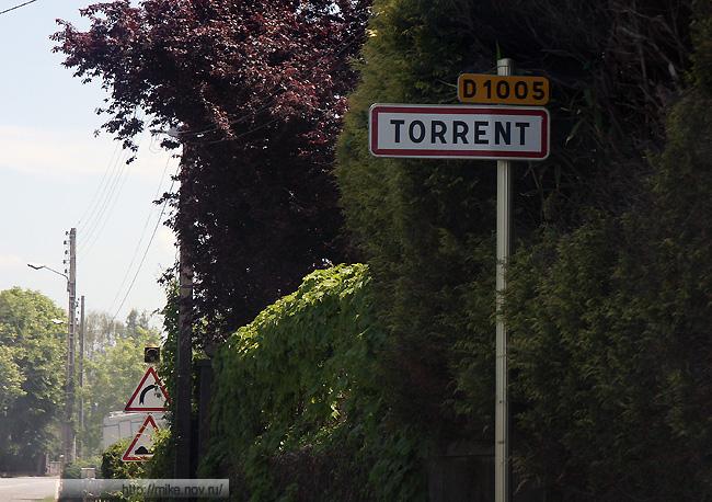 Torrent - это населенный пункт. На белом фоне, как в России.