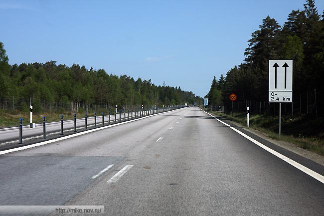 Самый узкий участок E4 между Стокгольмом и Helsingborg. Похож на участок Новгород-Тругубово на M10/E105, только обгонки подлинее.