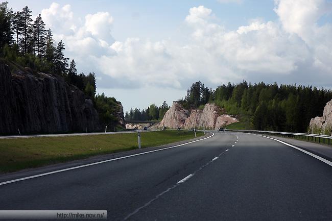 Выемки в скальной породе на автомагистрали Хельсинки - Турку