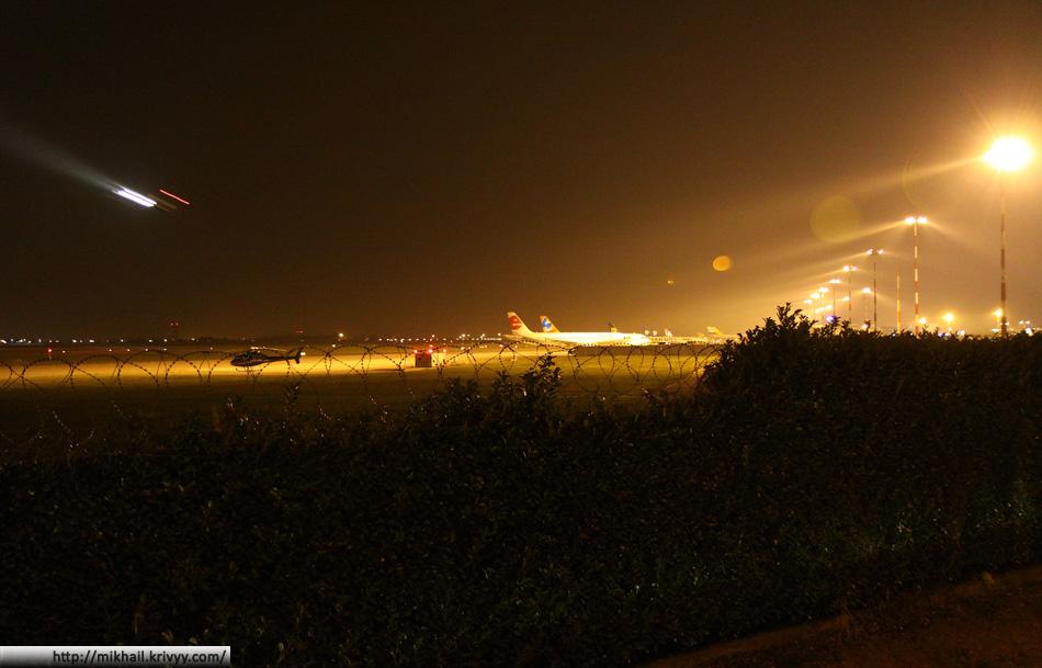 Аэропорт Bergamo (Orio Al Serio) вечером.