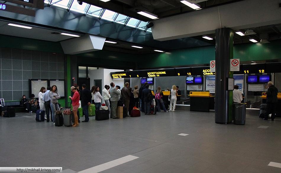 Стойки регистрации аэропорта Bergamo (Orio Al Serio)