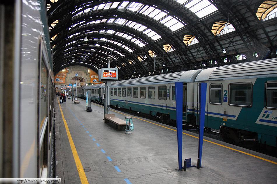 Левый дебаркадер Миланского вокзала. Всего их три. Большой по центры, и два малых по бокам.