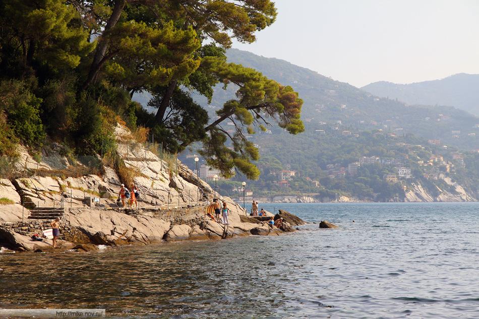 Небольшой мыс между Сан Микеле (San Michele) и Pagana. Излюбленое место для купания у местных...да и у нас. При этом нормальные пляжи тоже в наличии.