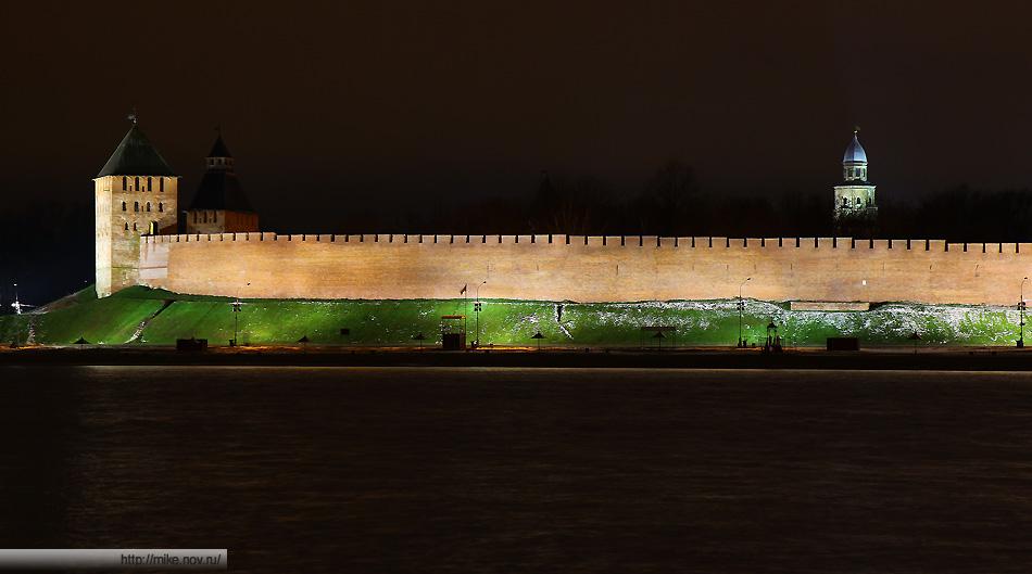 Подсветкая Новгородского Кремля. Дворцовая и Спасская башни, башня Кокуй.