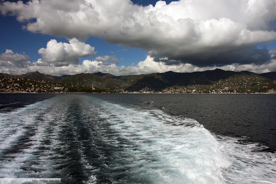 Тигулийский залив (Golfo del Tigullio). Эта фотография здесь только из-за облаков.