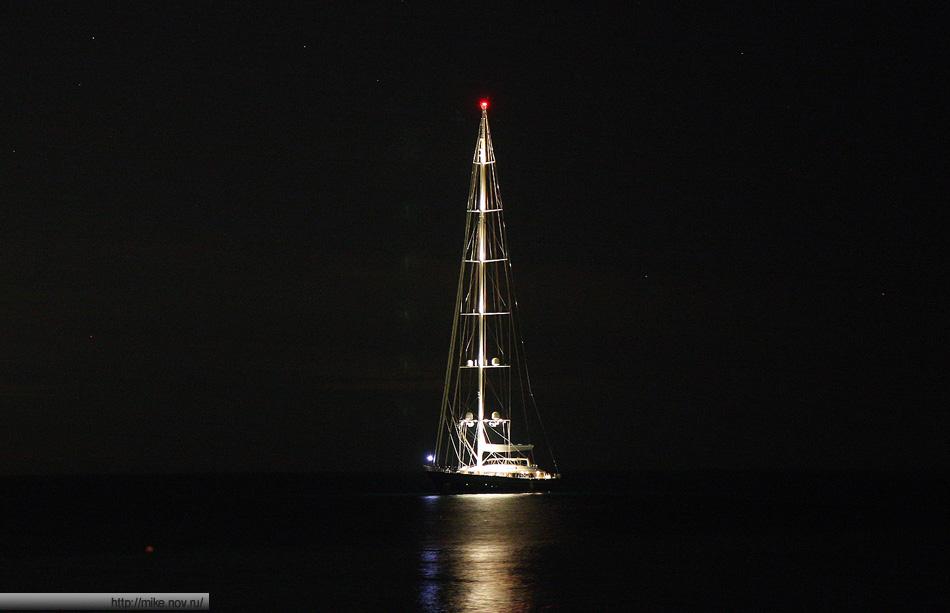 Пару дней в заливе Сан Микеле тусовалась вот такая яхточка.