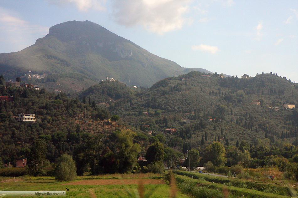 Тоскана. Типичный пейзаж. Фото из окна поезда.
