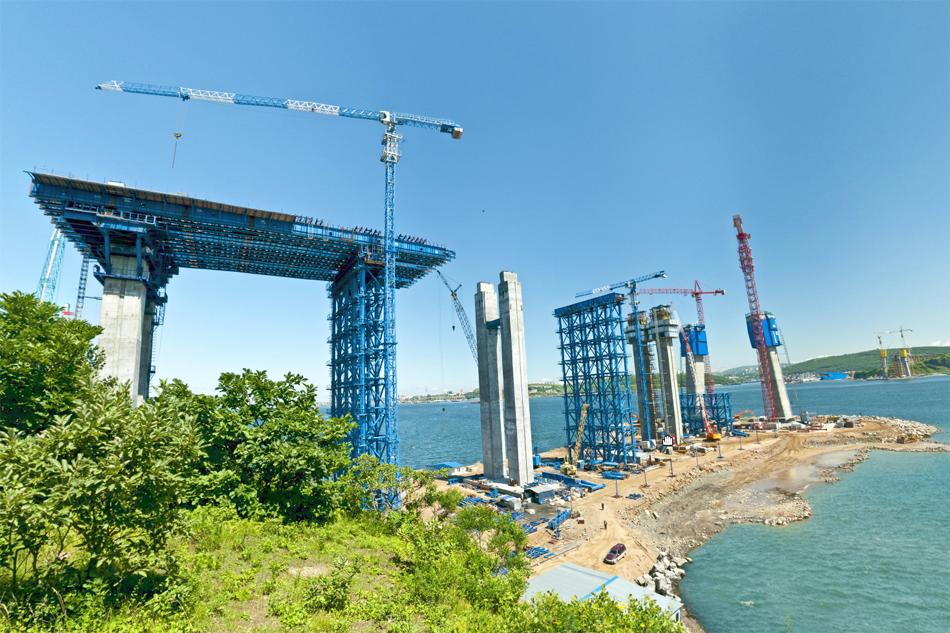 Мост на остров Русский во Владивостоке. Лето 2010 года. Источник: www.rusmost.ru