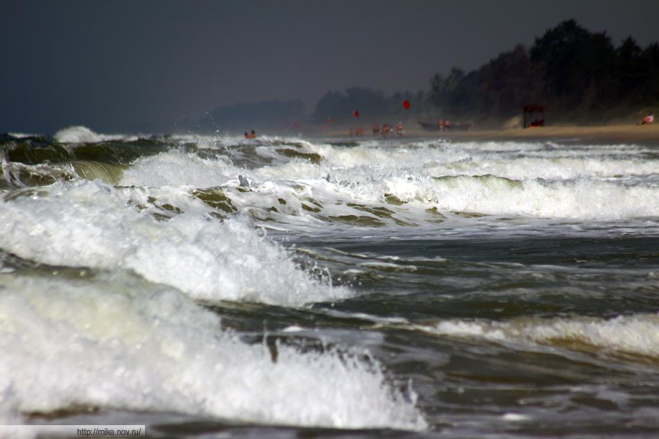 Один день нам повезло с волнами. Давно так не плескался.