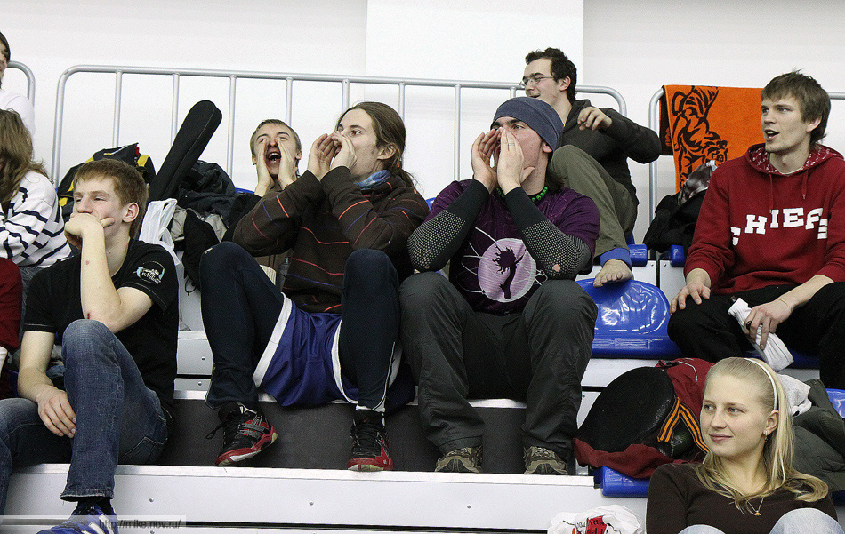 Команда ФлаингСтепс, теперь уже болельщики недовольны быдло-алтимтом (c).