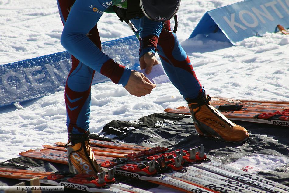 Распределение лыж по участникам. На листке просто номера лыж.