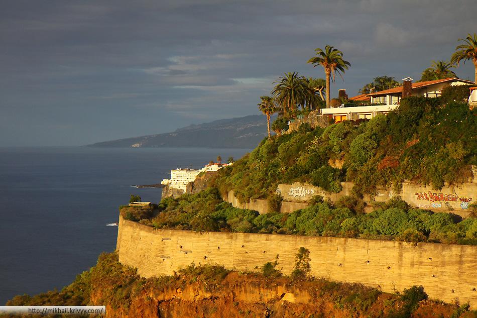 Западное побережье острова Тенерифе, тут меньше гостиниц и больше банановых ферм.