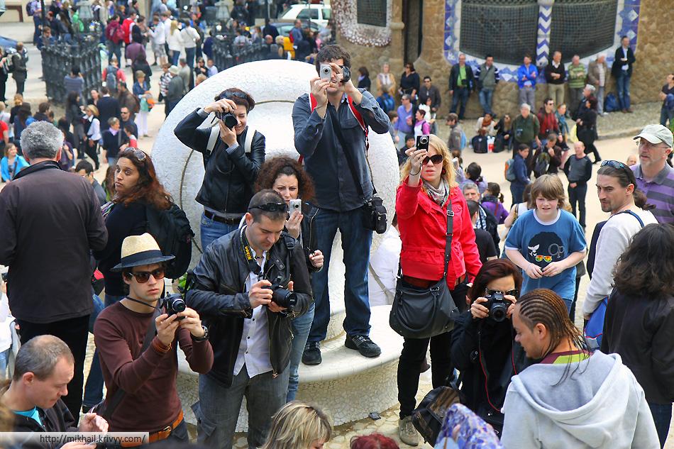 А вот это главная проблема Барселоны - толпы туристов.