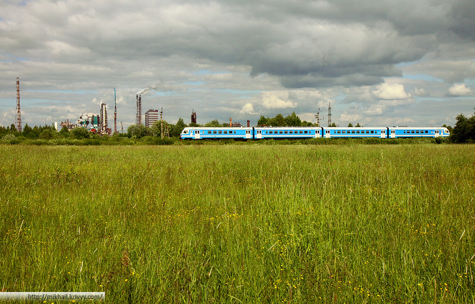 ДТ1-004 на фоне Акрона. Перегон Предузловая-Павловская - Вяжище.