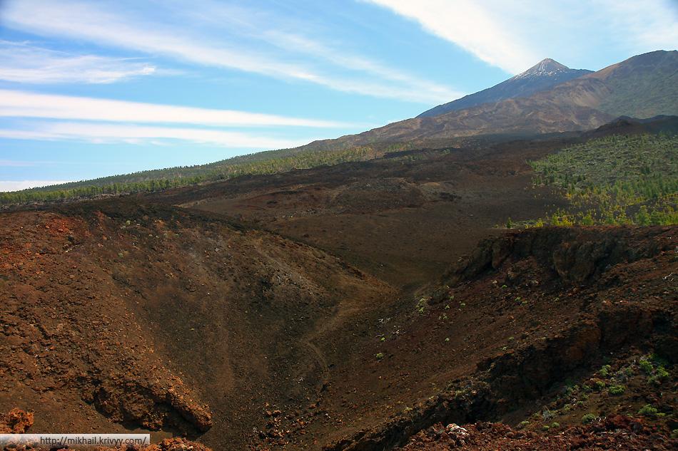 Кратер вулкана Самара на фоне пика Тейде.