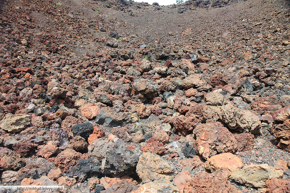 Вулканические бомбы вулкана Самара (Samara)