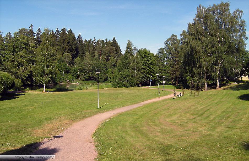 Для того чтобы местные игроки не имели большого преимущества диск-гольф парки немного изменяются перед соревнованиями. Так в Karjaa были поставлены дополнительные корзины в городском парке.