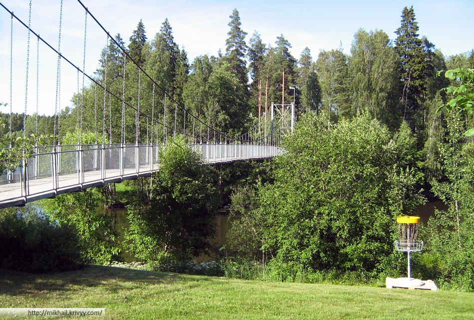 Дополнительная корзина в парке городка Karjaa (Финляндия)