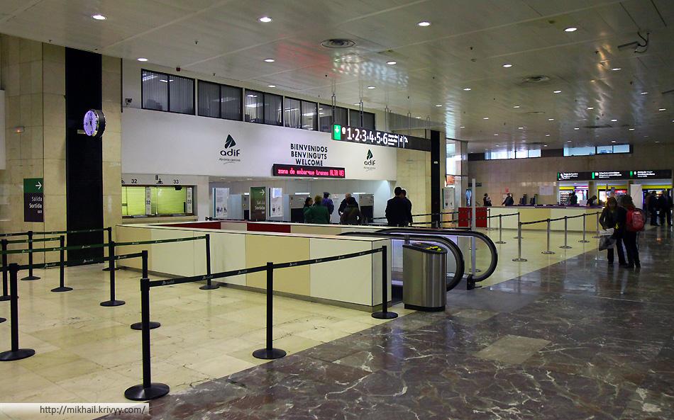 Вокзал Barcelona Sants. Вход в залы ожидания и посадки.