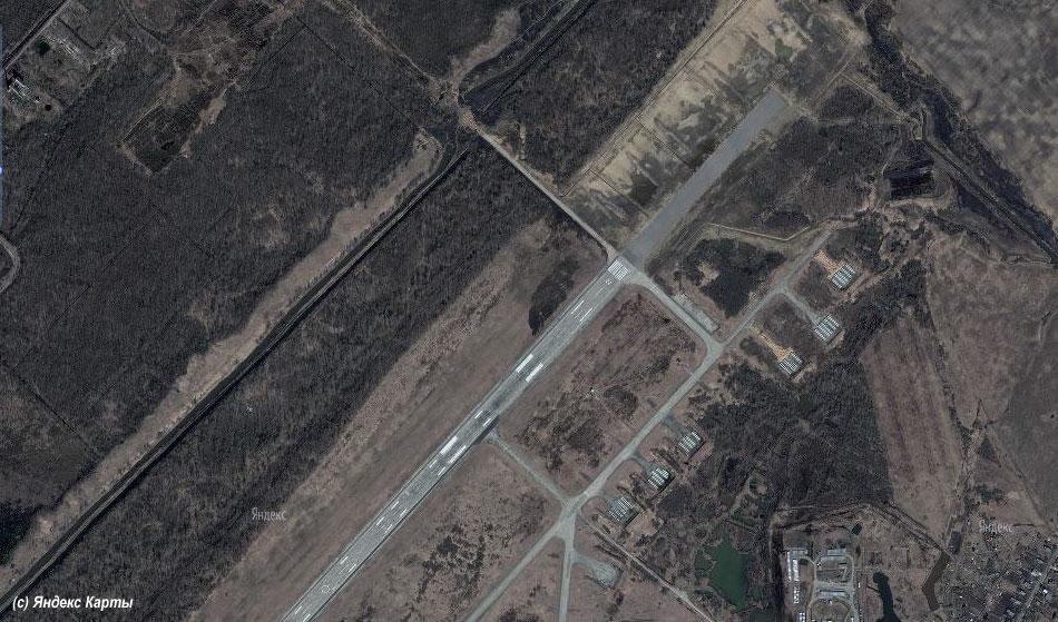 Яндекс.Карты. Видна удлиненная полоса аэропорта Кречевицы.