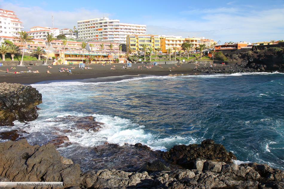 Пляж Los Gigantes. Черный песок. Говорят - лечебный.
