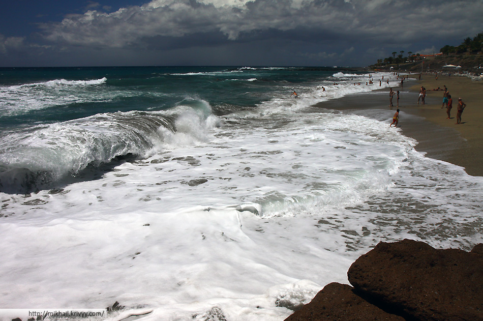 Пляж Дель Дюк. Playa Del Duque. В остальные дни были волны.