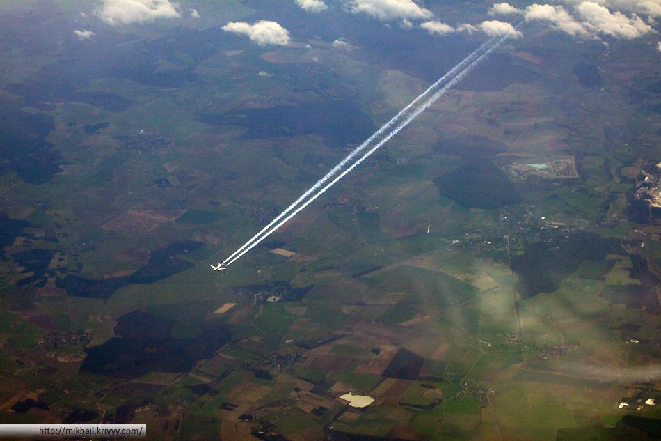 При подлете к Франкфурту стало ясно что где-то рядом крупный аэропорт. Одновременно в поле видимости было сразу несколько самолетов.