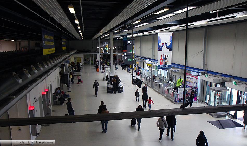 Зал прилета аэропорта Франкфурт Хан (Frankfurt Hahn)