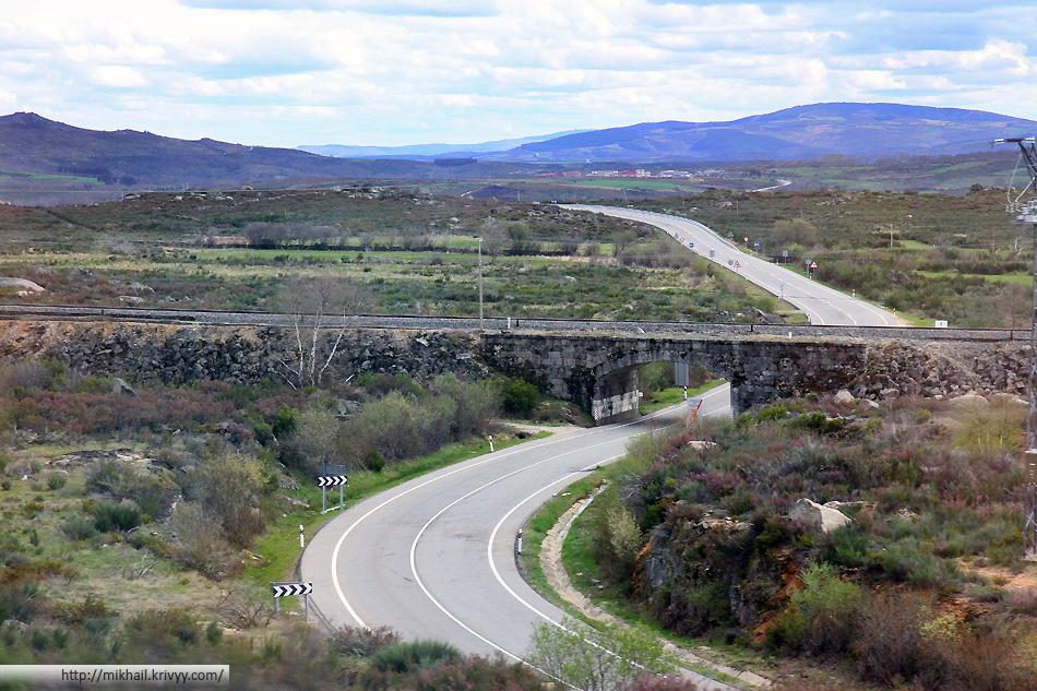 В горах недалеко от границы Португалии и Испании. Внизу все уже давно зеленное, а тут только ранняя весна.