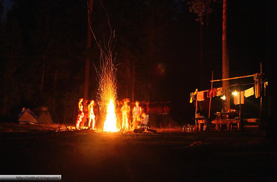 Первая ночь наступает сразу, народ подтягивается к вечеру пятницы. Некоторые приезжают уже затемно.